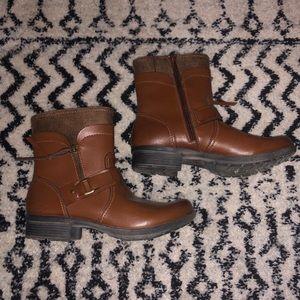 NWOT Clarks Waterproof Boots